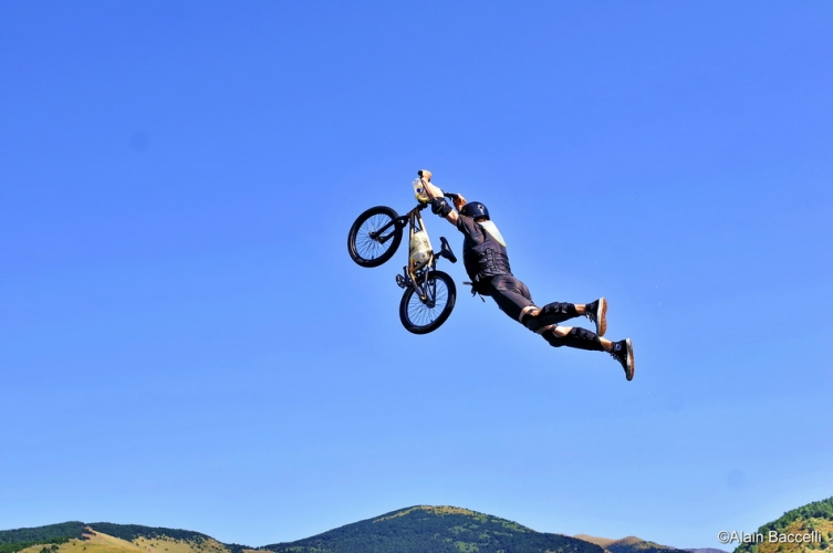 jump in the sky 09-0802_555