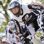 BMX-Thomas Baccelli en sortie du deuxième virage à Hennebont